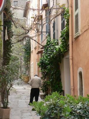 narrowstreet.jpg